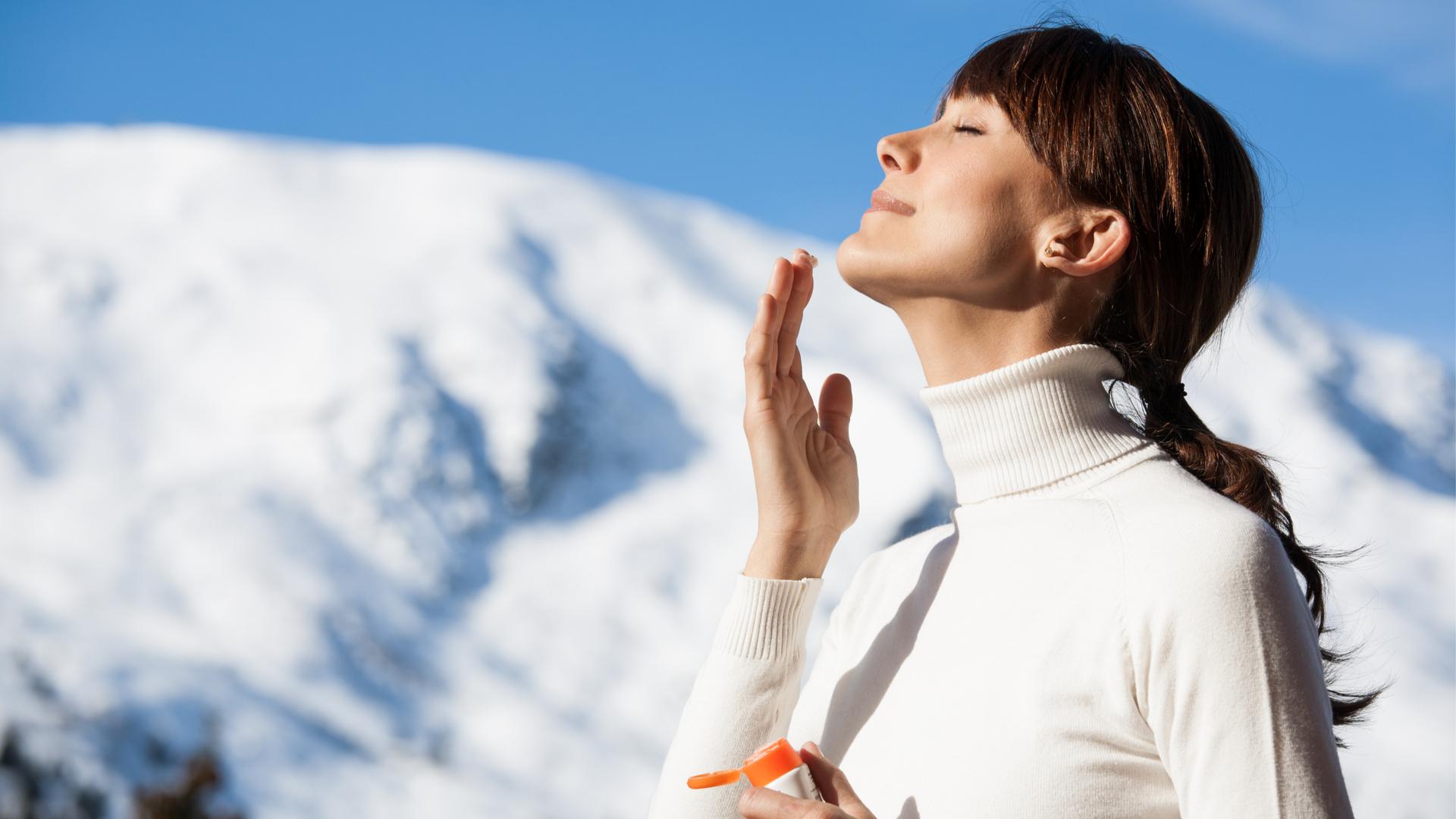 Proteggersi dal sole è sempre importante. Anche d'inverno.