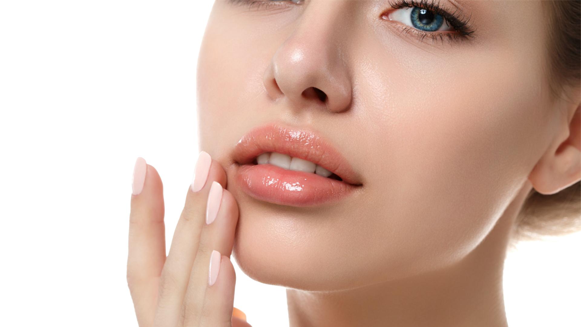 Rimodellare, rimpolpare o volumizzare: cosa può fare l'acido ialuronico per le labbra.